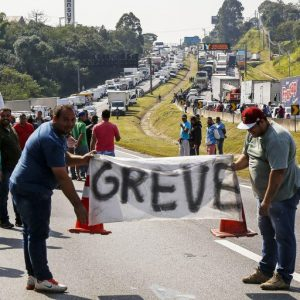 ROBERIO DE OGUM PREVIU E ACERTOU: PASSAREMOS MUITAS DIFICULDADES EM 2018