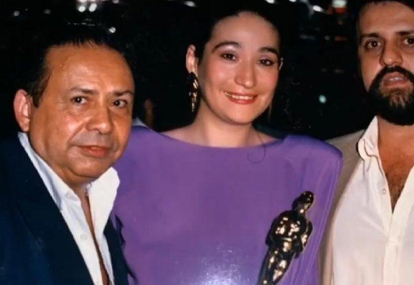 """Programa """"Papo Sério"""", apresentado por Roberio de Ogum, Sônia Abrão e Edson Pinto recebe prêmio:"""