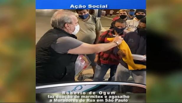 Ação Social doação de alimentos e agasalhos a moradores de rua em São Paulo