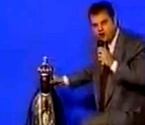 Roberio de Ogum Acerta de Novo! 1995 previu castigo ao pastor Von Helder, que chutou a imagem de Nossa Senhora