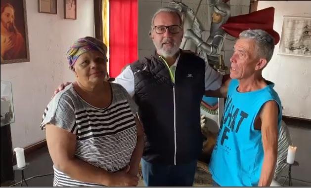 ROBERIO DE OGUM FAZ DOAÇÕES PARA PESSOAS CARENTES